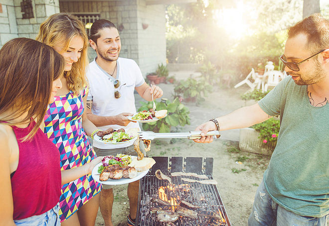 5 healthy tips to survive a Labor Day BBQ